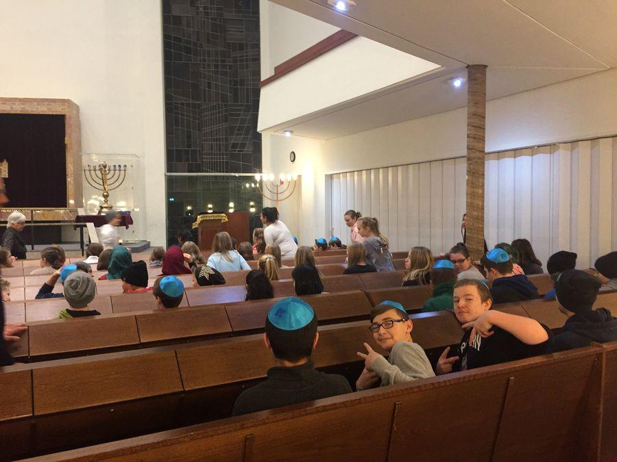 18.12.12 Synagogenbesuch7.jg 01