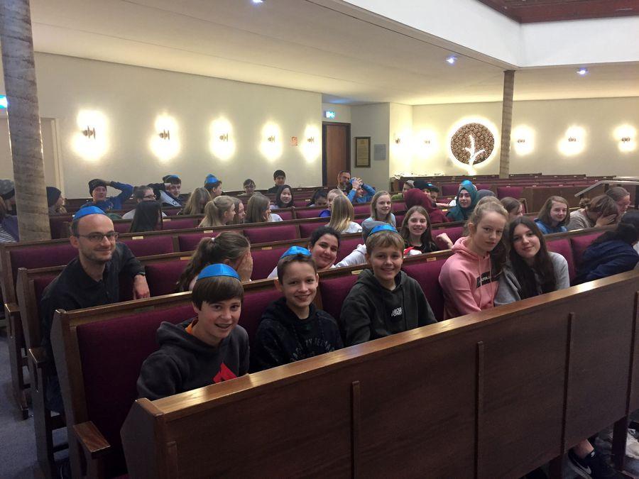 18.12.12 Synagogenbesuch7.jg 02