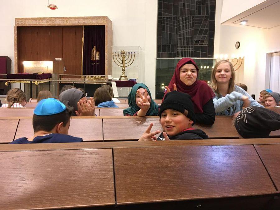 18.12.12 Synagogenbesuch7.jg 04